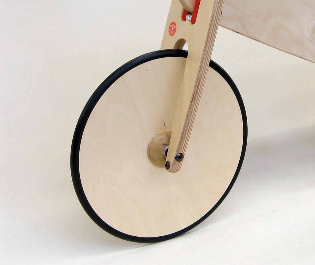 Laufrad race mit Holzscheibenrädern